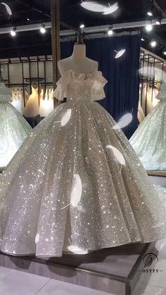 Big Wedding Dresses, Wedding Dress Display, Queen Wedding Dress, Luxury Wedding Dress, Pretty Dresses, Beautiful Dresses, Sweet 16 Dresses, Ball Gown Dresses, Pageant Dresses