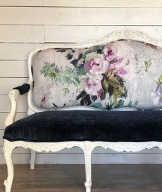 High Chair Drawing - Fluffy Chair For Bedroom - Chair Top View Modern - School Chair Makeover - Chair Drawing Tutorial Victorian Benches, Victorian Couch, Sofas Vintage, Vintage Chairs, Accent Chairs For Living Room, Modern Dining Chairs, Long Chair, Chair Makeover, Diy Chair