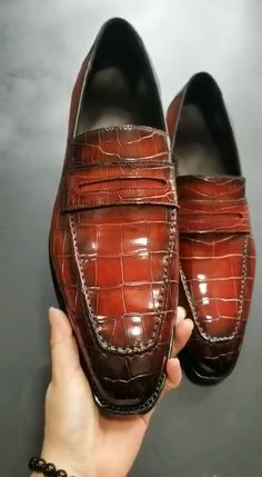 Formal alligator leather loafers dress shoes for men. These are formal shoes yet quite tasteful ones to add a spoon of fashion with sophistication in your persona. Sneaker Dress Shoes, Flat Dress Shoes, Dress Loafers, Best Shoes For Men, Formal Shoes For Men, Running Shoes For Men, Mens Shoes Boots, Suede Shoes, Shoe Boots
