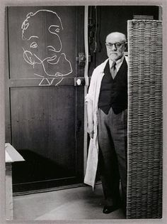 Brassaï, Henri Matisse standing against a screen and drawing with chalk, 1939.jpg