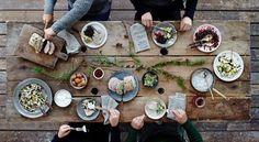 almuerzo en el jardín con amigos