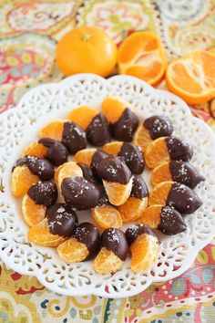 Chocolate Dipped Clementines with Sea Salt – Tiny, sweet and salty treats are deliciously addictive and SO easy to whip up - just 3 ingredients and 10 minutes! | thecomfortofcooking.com