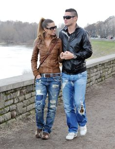super cute couple outfit :) minus the ripped jeans. Riped Jeans, How To Patch Jeans, Ripped Jeans Style, Cute Couple Outfits, Mix Match Outfits, Best Jeans, Cute Couples, Autumn Fashion, My Style