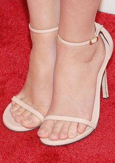 Beautiful Toes, Pretty Toes, Sexy Legs And Heels, Sexy High Heels, Jennifer Aniston Feet, Glow Shoes, Girl Soles, Sexy Toes, Female Feet