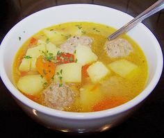 Russische Frikadellen – Suppe Russian meatballs – soup, a great recipe from the category deposits. Unique Recipes, Great Recipes, Soup Recipes, Russian Dishes, Russian Recipes, Healthy Foods To Eat, Healthy Recipes, Borscht Soup, German Recipes