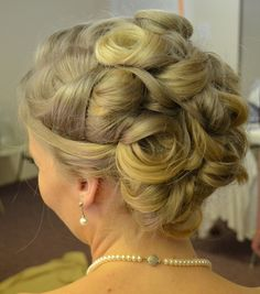 blond hair with lots of texture, perfect for brides with straight or wavy hair that fits in barrel curls. Woven bridal updo by Annifaye
