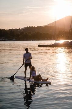 Sommer, Sonne, See: Ihr sucht Inspirationen für ein romantisches Fotoshooting? Fotos gibt's auf meinem Blog. #sommershooting #shootingsee #couple #paarfotos #mondsee Cute, Photography, Blog, Partner, Paper Mill, Couple Photos, Sunset, In Love, Photo Shoot