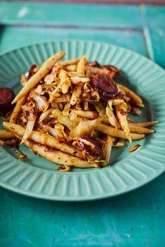 Kolbászos-káposztás nokedli (pörcikével is) Hungarian Recipes, Breakfast Lunch Dinner, Waffles, Food, Eten, Waffle, Meals, Diet