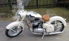 Jawa 500 motorsiklet American Motorcycles, Cool Motorcycles, Vintage Motorcycles, Harley Davidson Motorcycles, Classic Road Bike, Classic Bikes, Custom Harleys, Custom Bikes, Moto Jawa