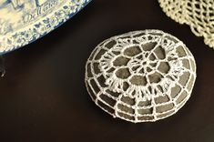 http://www.piecesienjoy.com/2012/09/crochet-lace-covered-rock-build-your.html