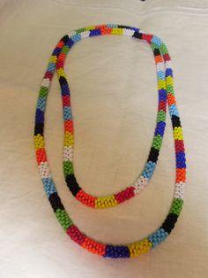 Collar de abalorios de colores