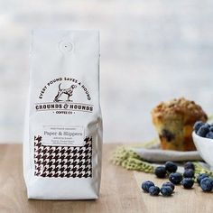 Using a blend of both light and dark roast beans sourced from Peru, Nicaragua and Mexico, Paper & Slippers delivers great acidity and a very full body. Hints of brownie and toasted nuts are immediatel