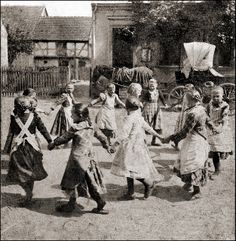 Children's Game ca. 1910. The picture was taken in Spaatz (north of   Rathenow), today a district of Havelaue in Brandenburg.     Courtesy:   Wolfgang Wiggers, Ottersberg (Germany).
