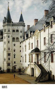 Nantes, France | La Beℓℓe ℳystère