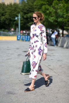 60 style inspirations straight from the streets: Patterned keyhole midi dress