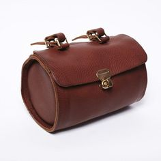 Thomas Small Saddle Bag by Nette' Leather Goods.  Love this too.  I must be looking for a new purse.