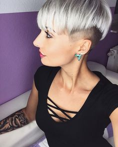 Haare sitzen wieder #hair #haircut #haircolor #undercut #shorthair #shorthaircolor #pixiecut #pixie #pixies #withehair #blonde #olaplex #tattoo #tattoos #tattoogirl #happy #amazing #love #photo #photooftheday #selfie