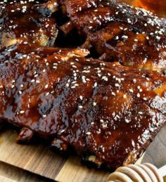 Slow Cooker Honey-Garlic Baby Back Ribs - Easy and super delicious! This will become your new favorite ribs recipe! Healthy Crockpot Recipes, Grilling Recipes, Slow Cooker Recipes, Vegan Recipes, Cooking Recipes, Crockpot Meals, Delicious Recipes, Freezer Cooking, Honey Garlic Ribs