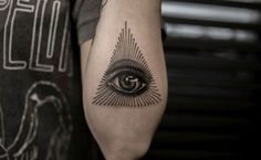 30 Mysterious Eye Of Providence Tattoo Designs Dreieckiges Tattoos, Body Art Tattoos, Sleeve Tattoos, Tattoos For Guys, Tattoos For Women, Cool Tattoos, Tatoos, Tattoo Pics, Eye Tattoo Meaning