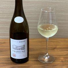 ワイン専門商社フィラディス直営、Firadis WINE CLUBさんから毎月届く「有名産地の基本ワイン+合う料理のレシピ」🍷今月はフランス・ロワール産の白ワインが届きました🍾✨ Sauvignon Blanc, White Wine, Alcoholic Drinks, Club, Glass, Drinkware, Corning Glass, White Wines, Liquor Drinks