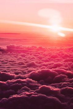 Oh how I want to see a sunrise from a plane. Never under-estimed the pink color! #clouds #sky #sunrise