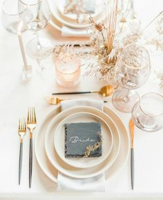 Elegance is key here, but the grey elements make your table decor stand out from the rest! Head Table Wedding, Wedding Reception Centerpieces, Luxury Wedding, Destination Wedding, Dream Wedding, Wedding Planning On A Budget, Wedding Place Settings, Mod Wedding, Wedding Inspiration