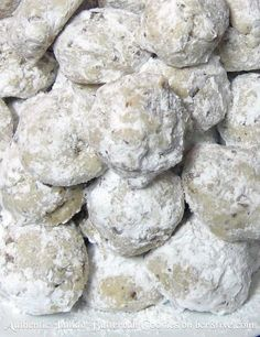 recipe for authentic Italian butterball cookies. Delicious, perfect for the holidays or a wedding and make a pretty gift.MY recipe for authentic Italian butterball cookies. Delicious, perfect for the holidays or a wedding and make a pretty gift. Italian Cookie Recipes, Italian Cookies, Easy Italian Desserts, Authentic Italian Recipes, Italian Biscuits, Mexican Desserts, Asian Desserts, Italian Dishes, Bon Dessert