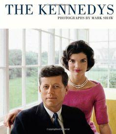 The Kennedys: Photographs by Mark Shaw de Mark Shaw, http://www.amazon.fr/dp/0956648762/ref=cm_sw_r_pi_dp_nLBMsb03BVGH2/277-3838796-4707252