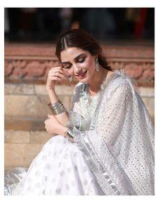 Top 10 Asian Actresses in Beautiful White Dress Pakistani Fashion Party Wear, Pakistani Girl, Pakistani Dress Design, Pakistani Dresses, Indian Fashion, Pakistani Actress, Indian Attire, Indian Wear, Indian Outfits