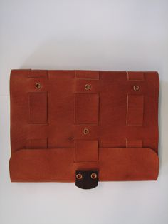 Crossed structure binding in leather, front