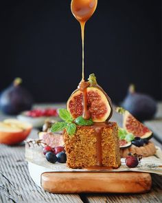 Just take a piece of (carrot) cake and top it with a fig and some homemade caramel! ✨ Hope your enjoying your day! 💚 #cake #caramel #fig #hautecuisines #feedfeed  #healthy #beautifulcuisines @feedfeed  #thekitchn  #healthy  #gloobyfood #buzzfeast #f52grams #foodphotography #followoftheday #veggi #huffposttaste @food #heresmyfood #foodandwine @foodblogfeed #foodblogfeed #lovefood #foods4thought #gloobyfood @food_glooby #lovefooby @foodie_features #foodie_features