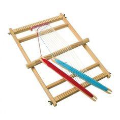 Tear de Madeira. Brincar e Aprender. Brinquedos Didácticos para Crianças. http://www.planetadidactico.com/home/175-tear-de-madeira.html