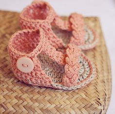 Baby Booties Crochet PATTERN (pdf file) - Braided Gladiator Sandals ( I so would not be offended if any of my friends could do this) I saw a pair like this that was made in the They were adorable Crochet Crafts, Yarn Crafts, Crochet Projects, Knit Crochet, Crochet Braid, Chrochet, Crochet Baby Shoes, Crochet Baby Booties, Crochet Slippers