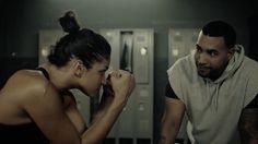 El cantante de reggaetón Don Omar se ha aliado con Zion & Lennox para su nuevo tema. El vídeo de Te Quiero Pa´Mi cuenta la historia de una chica atrapada en una relación dañina, que encuentra su fuerza interna y, con la ayuda de un gran aliado, logra escapar de la cárcel del amor en la que se encuentra.