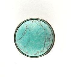 Noosa chunk TURKOOIS. Deze chunk staat symbool voor de halfedelsteen turkoois die is genoemd naar Turkije, omdat het daar vandaan kwam toen het mineraal voor het eerst Europa bereikte - NummerZestien.eu