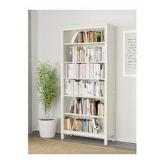 IKEA - HEMNES, Bibliotecă, vpst alb, , Lemn masiv cu aspect natural.Poliţe reglabile; adaptează spaţiul nevoilor tale.o poliță fixă pentru mai multă stabilitate .Poţi ascunde prizele multiple sub poliţa inferioară detaşabilă.Picioarele reglabile asigură stabilitatea chiar şi pe suprafeţe denivelate.