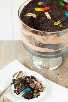dirt and worm dessert