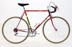 Lino Tempesta classic road bicycle from 1982 Lino Tempesta, Paolo and Italo Guerciotti´s uncle, is an expert frame builder from Sesto San Giovanni (Milan, Italy). Raleigh Bicycle, Raleigh Bikes, Vintage Cycles, Vintage Bikes, Retro Bikes, Classic Road Bike, Classic Bikes, Bike Equipment, Speed Bike