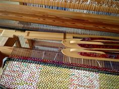Step-by-step weaving handle into bag.