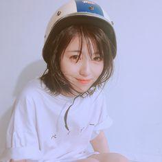 表紙のオフショットまだありました😻.美波ちゃんが着ているTシャツは、ベイビー印👶.キャップのMはもちろん、、#美波のM 🙌#浜辺美波 #かわいい#ar8月号 #発売中#おフェロ #ar_magazine Girls 4, Cute Girls, Cute Japanese Girl, Japanese Outfits, Girl Short Hair, Japanese Beauty, Girl Hairstyles, New Fashion, Asian Girl
