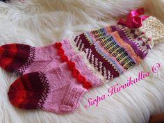 Pinkkisävyiset sukat