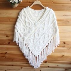 Poncho from CCC - poncho with moss stitch with a pocket on front. Poncho Pattern: Chain the chains with a slip SC, increase on every sLadies Cable Knit Cape Poncho Fringe Tassel V Neck Chunky Jumper Sweater JacketI could change to crochet. Female-tassel-y Poncho Knitting Patterns, Knitted Poncho, Easy Crochet Patterns, Loom Knitting, Crochet Shawl, Knitting Stitches, Crochet Lace, Baby Knitting, Crochet Woman