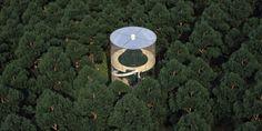 En 2013, le cabinet A. Masow Architects a initié un ambitieux projet : réaliser une maison entièrement en verre au cœur de la forêt russe. La structure devait pouvoir offrir l'expérience unique d'être à la fois à l'intérieur et à l'extérieur par une prolongation de ces deux ...
