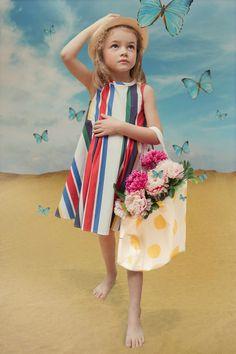 Fabulous kids photography from Ladida by Wanda Kujacz Ladida summer kids fashion for spring 2016 shot by Wanda Kujacz - Agenda De La Défilé Outfits Niños, Kids Outfits, Summer Outfits, Summer Clothes, Kids Fashion Show, Girl Fashion, Fashion Clothes, Fashion Dresses, Kids Fashion Summer