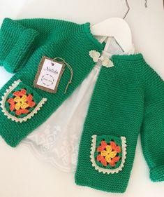 Fotoğraf açıklaması yok. Knitting For Kids, Baby Knitting Patterns, Crochet For Kids, Knitting Designs, Hand Knitting, Crochet Baby Cardigan, Baby Girl Crochet, Knit Crochet, Baby Pullover
