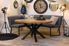Ronde eettafel Monique & Eetkamerbank Soof - HUUS.nl My Living Room, Home And Living, Living Room Decor, Small Dining, Round Dining Table, Room Inspiration, Interior Inspiration, Yoga Room Decor, Dining Nook