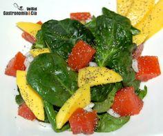 ensalada de espinacas, salmón y mango