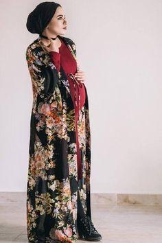 Five Hijab Maternity Looks by Sahar Foad to Inspire Young Mamas Maternity Shirt Dress, Cute Maternity Outfits, Stylish Maternity, Pregnancy Outfits, Maternity Fashion, Maternity Dresses, Maternity Clothing, Muslim Fashion, Hijab Fashion
