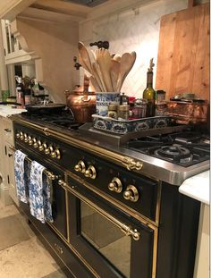 Why adding a touch of black in every room is always a good idea! - The Enchanted Home Old Kitchen Tables, Eat In Kitchen, Country Kitchen, Kitchen Dining, Kitchen Decor, Kitchen Cabinets, Kitchen Ideas, Loft Furniture, Kitchen Furniture
