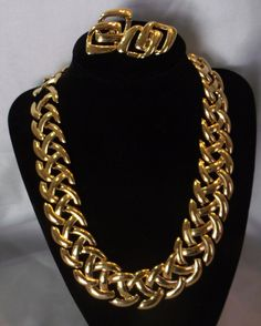 This is a gorgeous set by Designer Jewelry company NAPIER! A golden chunky chain look linked choker with matching screw on earrings! This set was made in the late 1940s or early 50s and is in excellent condition! Necklace is 18 long and about 1 wide. It lays just below the collar bone and has one of those classic Napier styles that makes it simple, timeless and forever in style! Earrings are just over 1.5 inches and are the clip on, screw adjustment style. All pieces are in beautiful…